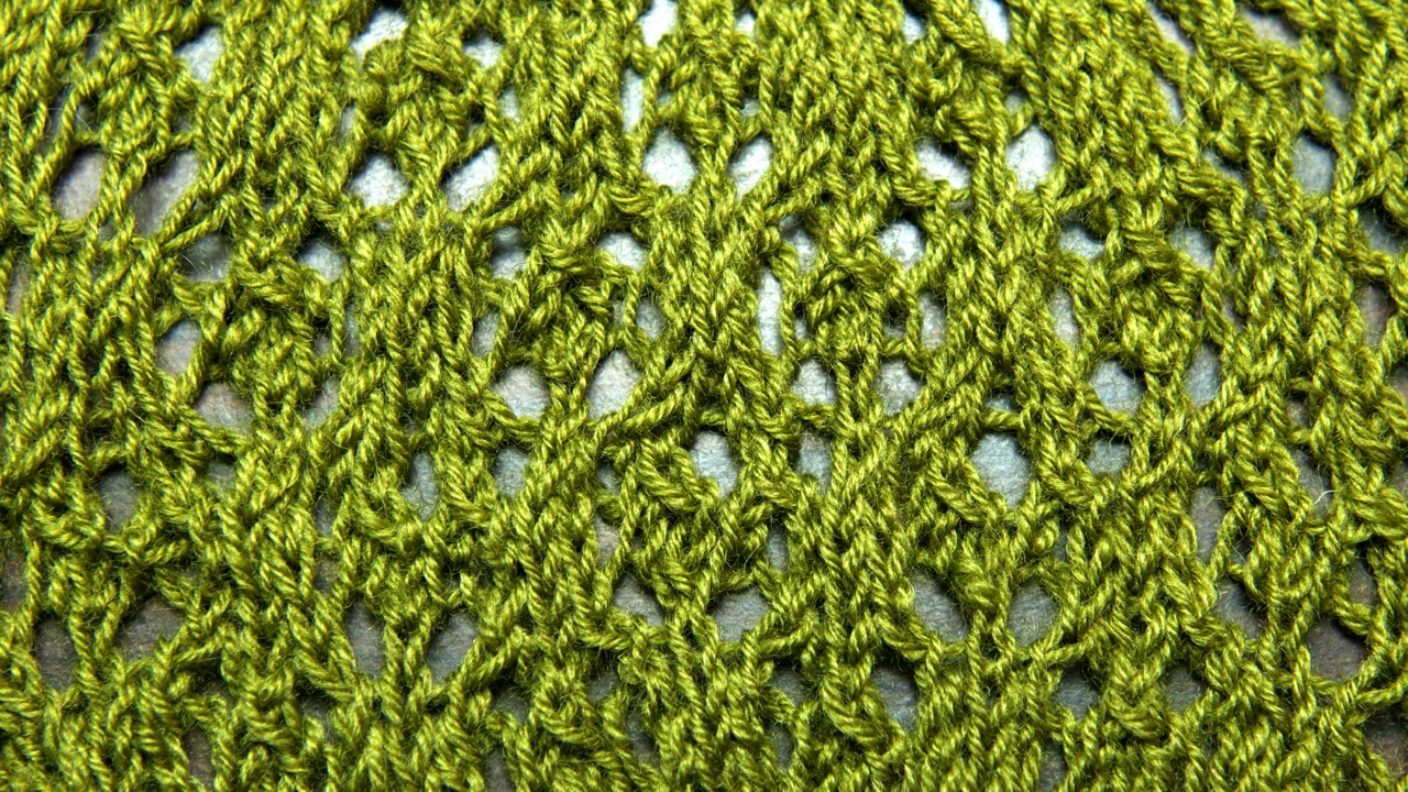Example of the Snowflake Lace stitch